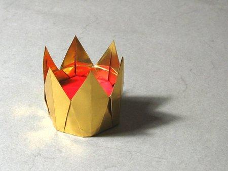 Мы предлагаем вам сложить красивую шестиконечную корону, которая станет не только...  Схему для сборки этой короны...