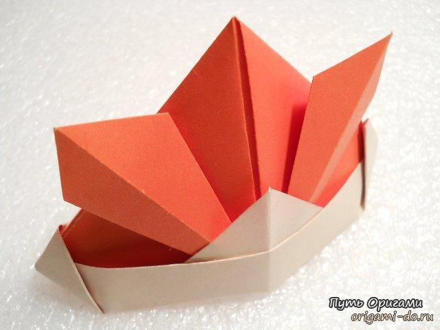 Оригами шлем схемы: http://eightelv.appspot.com/origami-shlem-shemy.html