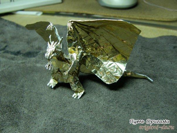 **Дракон Бахамут от Сатоши