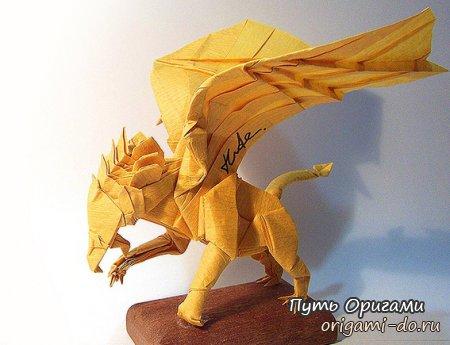 Схему сборки оригами грифона разработал известный мастер Kade Chan, который славиться интересными и сложными моделями.